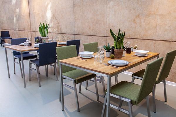 Mietmöbel von Eventwide Tirol - Metal Stühle mit Stoffbezug